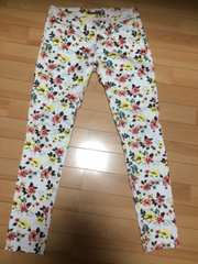 美品★イング/INGNI★花柄白パンツ★Sサイズ★