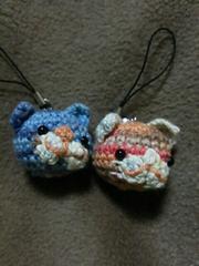 手編みのあみぐるみ、猫顔ストラップ、二個