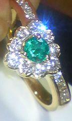 綺麗エメラルドダイヤモンド中央宝飾ソーティング付き