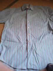 ボーダー柄のシャツ