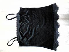 胸元&裾レースが上品リアルリッシュベロア調黒キャミ