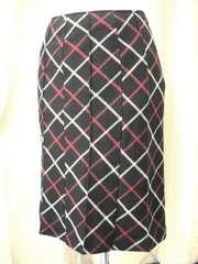 ★黒チェックピンタックAラインスカートです