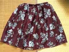ハローキティ・隠れキティローズ柄スカート。ダークレッド