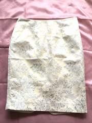 FOREVER21ベージュシルバーフラワーミディアムタイトスカート