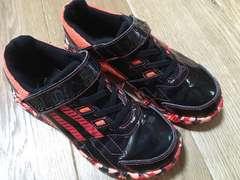 シンプル!アディダス 運動靴22cm