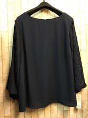 新品☆4Lサイズ袖プリーツの素敵ブラウス♪よそいき紺☆n232
