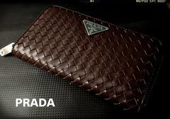 PRADA italy本革製品ダークブラウン編み込みラウンドジッピー