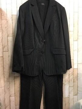 新品☆26号♪5L黒×白ストライプのストレッチパンツスーツ☆j733