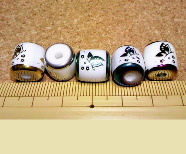 蝶柄ガラスビーズ6個バレル型 緑