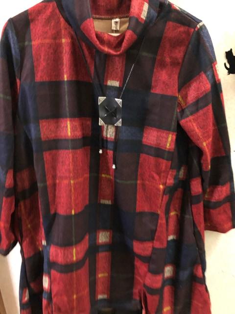 XXL新品赤×茶×紺チェック柄タートルチュニック < 女性ファッションの