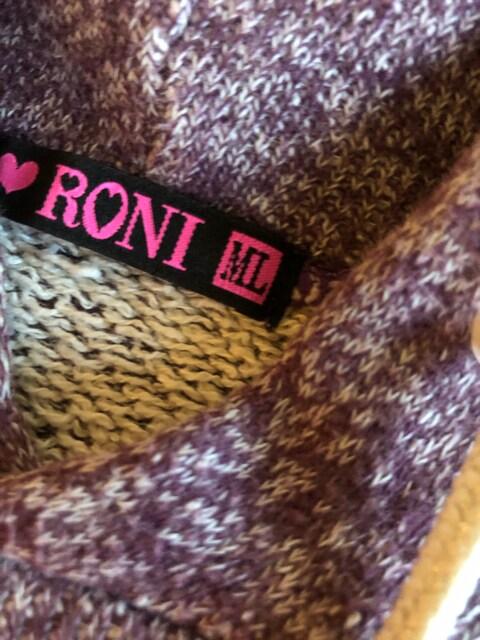 RONI ロニィ フードトレーナー丈短め ダンスML < ブランドの