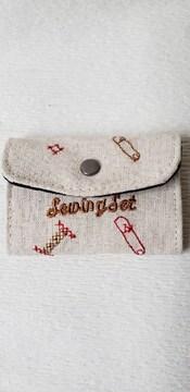 携帯用ソーイングセット 裁縫道具 針・糸(白黒赤)・糸通し・ボタン・ピン