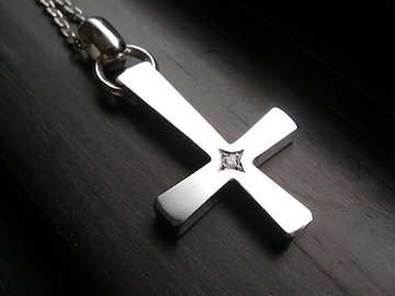 仁尾彫金『一つ星ダイヤプラチナビック逆十字クロス』a