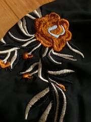 新品トレンド!超ボリューミーなギャザースリーブに大人っぽい刺繍ブラウスB1点