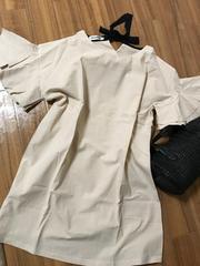 ☆新品☆薄手大きめ後ろリボン袖フリフリベージュチュニック