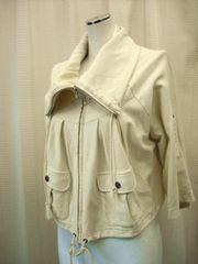 【オリーブデオリーブ】生成りのショート丈ジャケットです