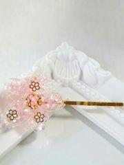 春の新作*桜の花びら舞い散るヘアピン  レジン  ハンドメイド