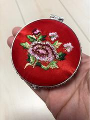 新品未使用  お花刺繍の携帯手鏡