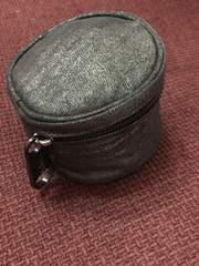 キプリング メタリックブラック 円柱ミニポーチ