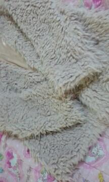 ふわふわモコモコのコートピンク色