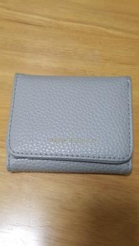 グレーの三つ折り財布★美品です(*^^*)