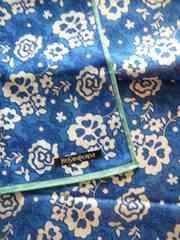 イヴサンローランお花柄ハンカチブルー