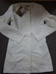 ダイア/d.i.aノーカラー裾レースホワイトロングコートジャケット