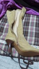 ベージュのブーツ