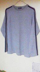 ユニクロ トレーナー地の長袖Tシャツ/S/グレーに紺の2本ライン