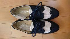新品タグ付き。靴。23.5�p。黒×白。
