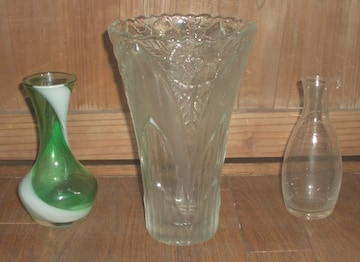 花の絵柄クリスタル花瓶&色ガラス一輪挿し他