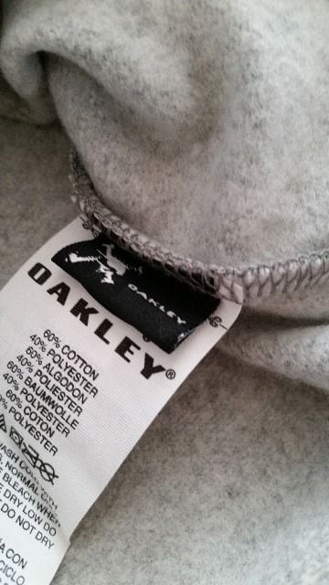 OAKLEY オークリー パーカー グレー 新品 タグつき L < ブランドの