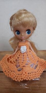 プチブライス薄オレンジのレース編みドレス