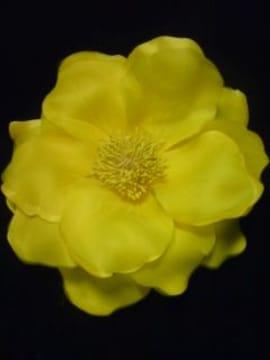 コサージュ黄色でか花 ヘアアクセ キャバagehaギャル新品 激安
