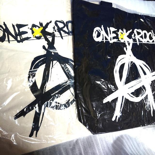 ONE OK ROCK☆トートバッグ2個組☆☆新品未開封☆送料無料☆ < タレントグッズの