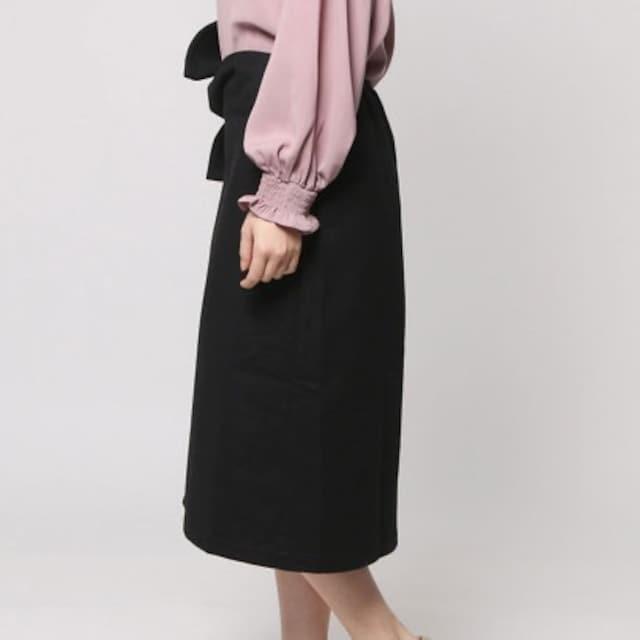 新品AULIアウリィ前リボンタイトスカート黒ブラック秋冬ミディ丈 < 女性ファッションの