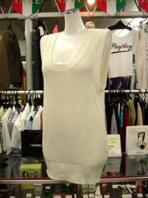 【クーデター】オフホワイトのニットベストです  < 女性ファッションの