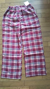 新品、定価2900円のズボンです。