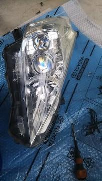 プリウスアルファ右側ヘッドライト