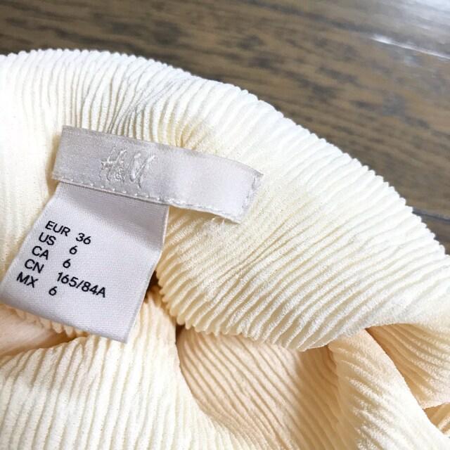 H&M クリーム ストレッチ タートルネック シャーリングトップス < ブランドの