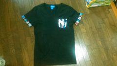 adidas VネックTシャツ
