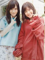 AKB4811月のアンクレットタワレコ写真山本彩.渡辺麻友