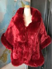 肩掛けファー 赤色 全長約170cm 縦60cm