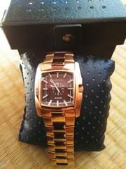 DIESELのピンクゴールドのカッコいい時計