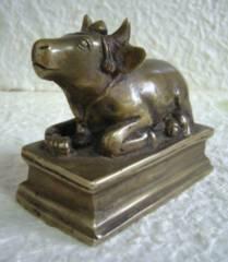 ☆即決☆真鍮製 聖牛ナンディン像 7.3センチ