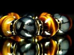 迫力がある!!タイガーアイX黒龍紋16ミリ数珠ブレス