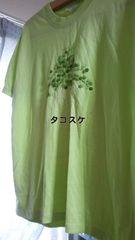 刺繍プリントのTシャツ