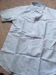 ユニクロ半袖シャツ 水色