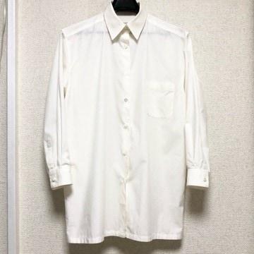 CUE キュウ 襟刺繍入り ロング丈 長袖シャツ オフホワイト
