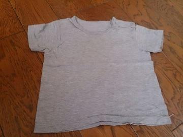 80 グレーの無地のTシャツ